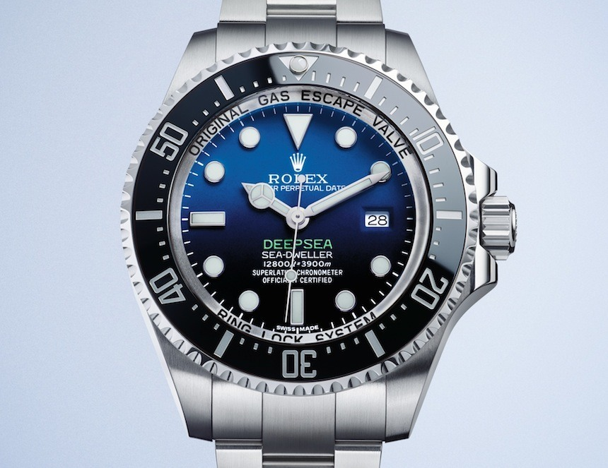 With the decoration of the 3235 movement, this replica Rolex watch completely shows the excellent innovative technology and fancy watchmaking skill