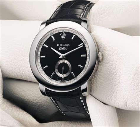 In general, this fake Rolex watch is so delicate, elegant, low-key, calm and restrain, full of gentlemen style.