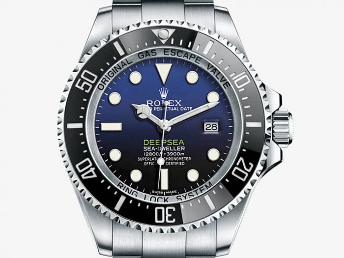 Only for the exquisite black and blue dial, this replica Rolex watch just can attract a lot of people.