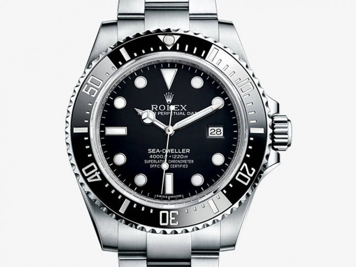 For this replica Rolex, the most eye-catching feature should be the 1,220m waterproof function, presenting the legendary professional diver watch.