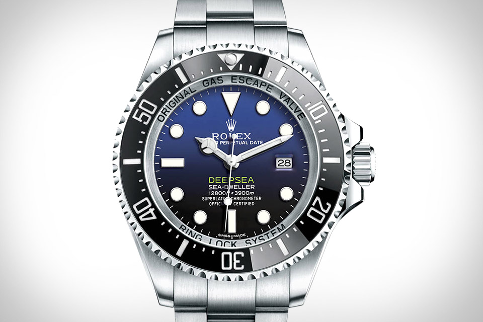 As a professional diver, this replica Rolex watch carries the remarable waterproof function.