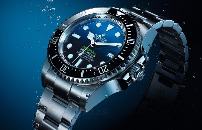 For the charming black and blue dial, this fake Rolex Sea-Dweller Deepsea watch completely shows the charm of the deep sea.