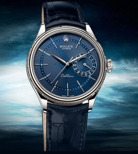 With cool steel case and charming blue dial and strap, the whole appearance of this replica Rolex watch gives people a wonderful visual effect.