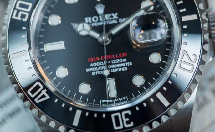 The appearance of this Rolex Sea-Dweller is classic and brilliant.