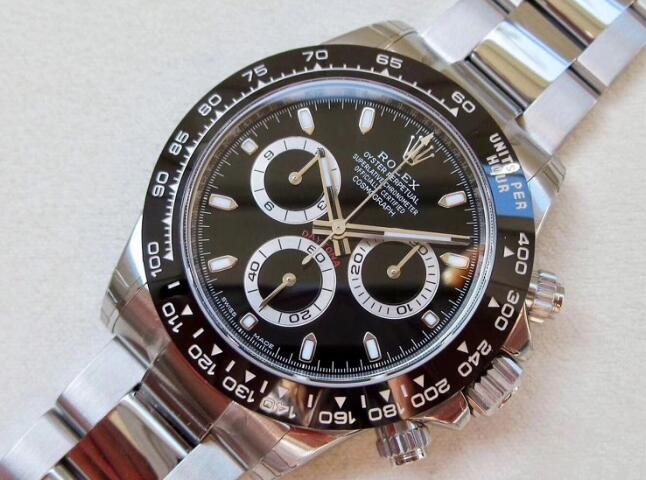 Daytona has attracted lots of ordinary watch lovers and professional racers.
