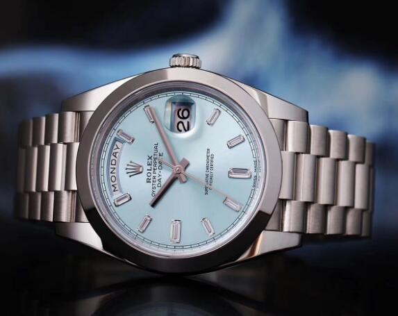 The timepiece is suitable for many occasions.