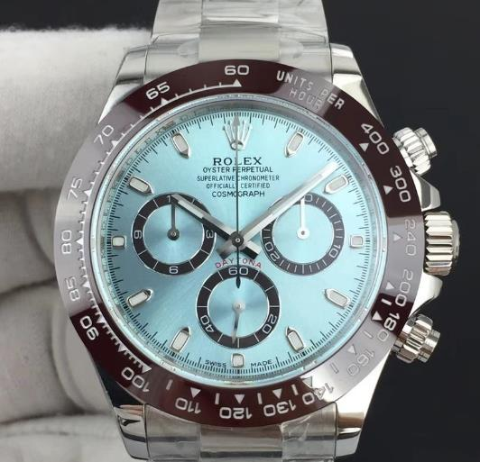 The ice blue dial looks very fresh and pure.
