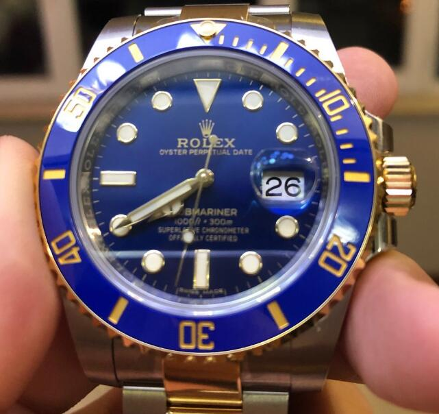 The gold elements make the Submariner more gentle and charming.