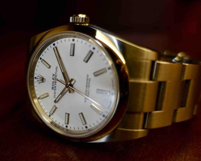 The timepiece is concise and simple, but it is classic and elegant.