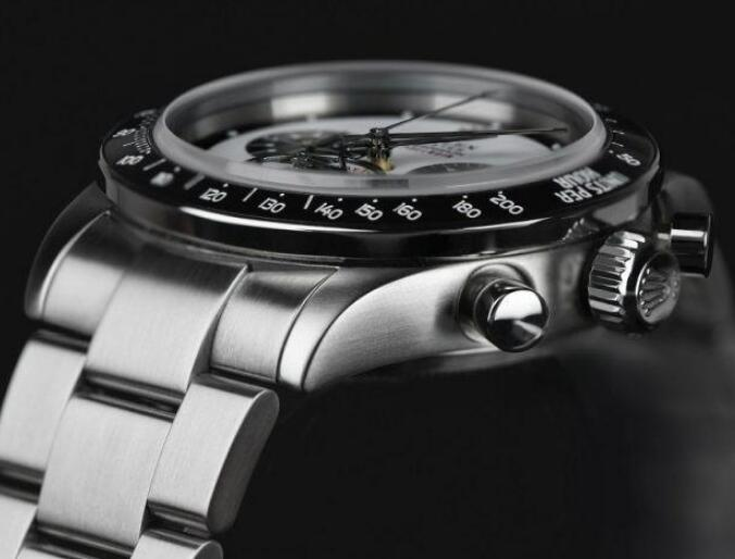 It is developed on basis of the Paul Newman Daytona.