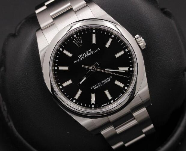 Oyster Perpetual could also be considered as the most symbolic and classic collection of Rolex.