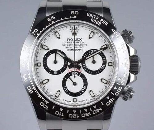 The white-black color-matching makes this timepiece more eye-catching.
