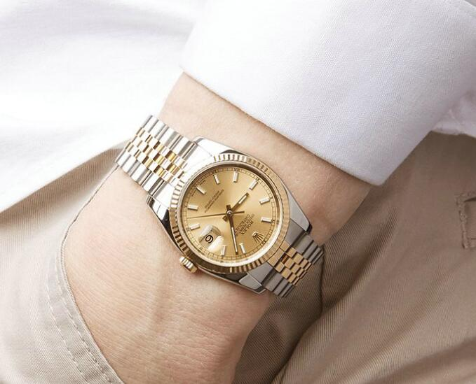 The timepiece is the best choice for formal occasions.