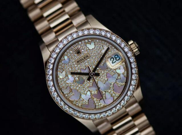 Forever duplication watches are totally made in Everose gold.
